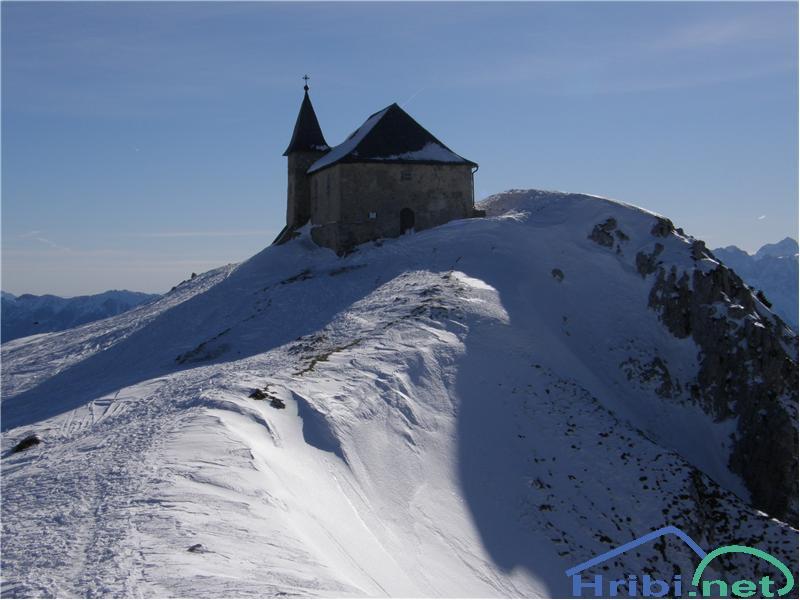 Nemška cerkev na vzhodnem vrhu Dobrača
