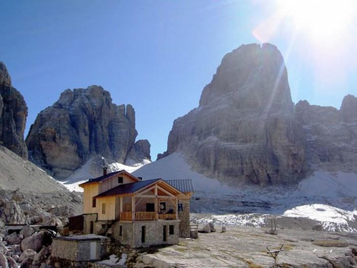 Koča Alimonta (2580m)